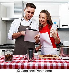 paar, op, keuken, met, tablet pc