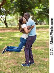 Paar,  Park, junger, afrikanisch, Spaß, Haben