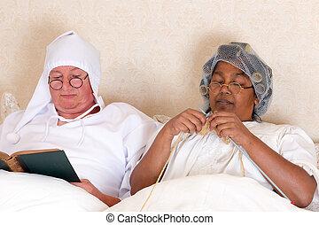 paar, pensioniert, bett