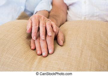 paar, pensioniert, halten hände