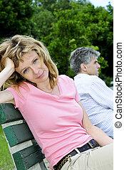 paar, problemen, hebben, verhouding, middelbare leeftijd