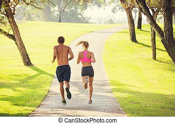 paar, rennende , in park