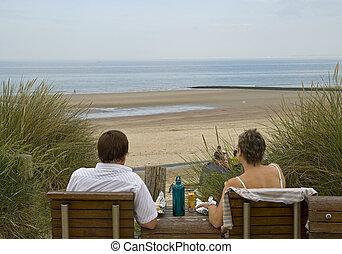 paar, sandstrand, entspannend