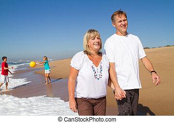 paar, sandstrand, gehen