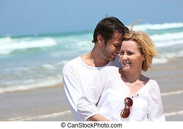 paar, sandstrand, umarmen