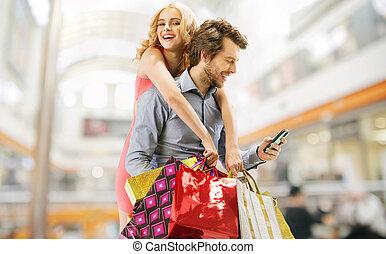 paar, shoppen, erfreut
