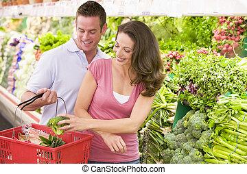 paar, shoppen , in, produceren, gedeelte