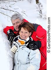 paar, sneeuw, middelbare leeftijd
