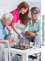 paar, spelend schaakspel, in, verpleeghuis