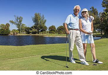 paar, spielende , glücklich, älter, golfen