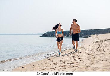 paar, sporten, renend strand, kleren