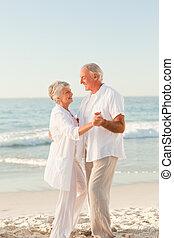 paar, strand, bejaarden, dancing