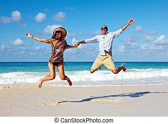paar, strand., springt, vrolijke