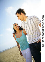 paar, strand, wandelende