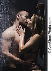 paar te kussen, onder, de, douche