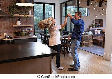 paar, thuis, senior, kaukasisch, dancing