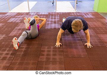 paar, trainieren, in, turnhalle
