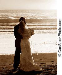 paar, trouwfeest, op het strand