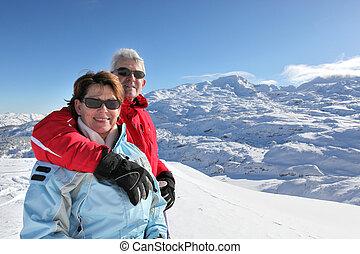 paar, vakantie, van middelbare leeftijd, skien