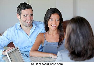 paar, vergadering, financieel, adviseur, voor, investering