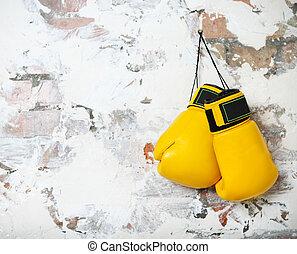 paar, von, gelber , boxhandschuhe, hängender