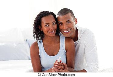 paar, vrolijk, uit, zwangerschap, resultaten, test, bevinding