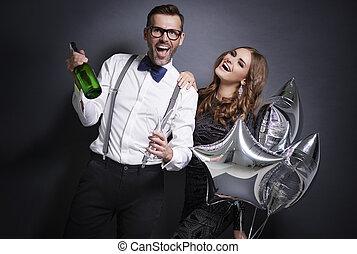 paar, vrolijk, vieren, jaar, nieuw, champagne