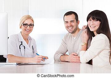 paar, vrolijke , het bespreken, arts