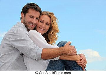 paar, vrolijke , het koesteren, buitenshuis