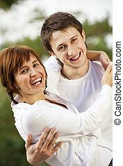 paar, vrolijke , jonge, buitenshuis