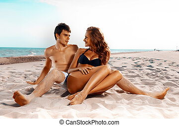 paar, vrolijke , strand, zittende
