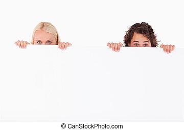 paar, whiteboard, verstecken, glücklich