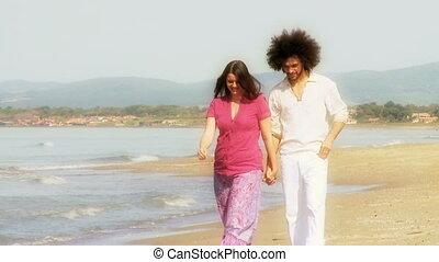 paar, zet op het strand vakantie, vrolijke