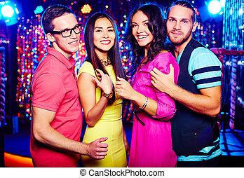 paare, an, nachtclub