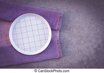 paarse , schaaltje, witte , gecontroleerde, tafelkleed