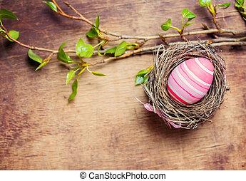 paasei, in, nest, op, houten, achtergrond