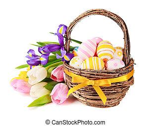 paaseitjes, in, een, mand, en, lentebloemen