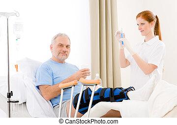paciente, dar, hospitalar,  -, femininas, injeção, enfermeira