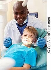 paciente joven, obteniendo, tratamiento dental
