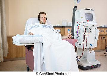 paciente, renal, diálisis, mientras, la música escuchar,...