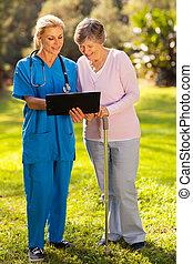paciente, resultados médicos, enfermeira, teste, sênior, mostrando