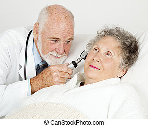 pacientes, doutor, examina, orelhas