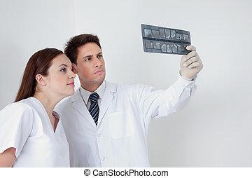 pacjent, asystent, zameldować, analizując, doktor