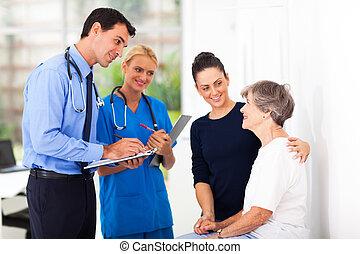 pacjent, doktor, medyczny, pisanie nakaz, starszy samczyk