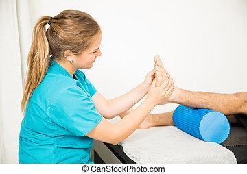 pacjent, profesjonalny, fizjoterapia, stopa, masowanie