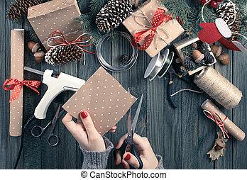 package., מתנה, הציין, אישה, לחתוך, נייר, להתכונן, רקע, ידיים, חג המולד, הבט