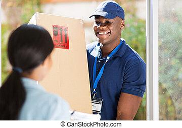 pacote, jovem, entregar, entrega, americano, homem africano