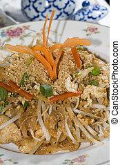 pad thai chicken thailand food