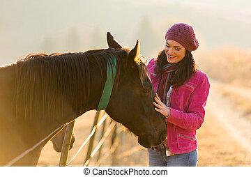paddock, paarde, vrouw, aandoenlijk