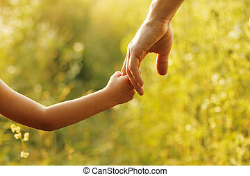 padre, asideros, el, mano, de, un, niño pequeño